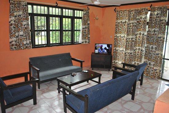 Bahari Dhow Beach Villas: Sitting room