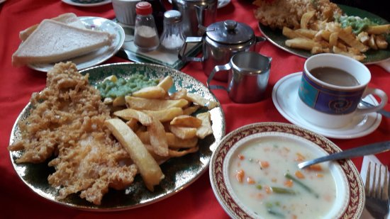 Louth, UK: Vegetable soup, bread, butter, cod & chips with a pot of tea