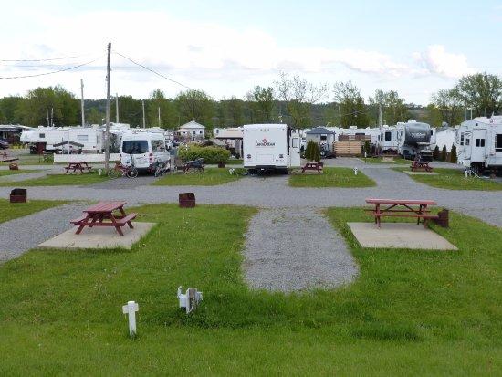 Château Richer, Canada: Camping Turmel, Platz 61 (CanaDream Motorhome)
