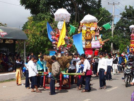 Taunggyi, ميانمار: Festival Parade