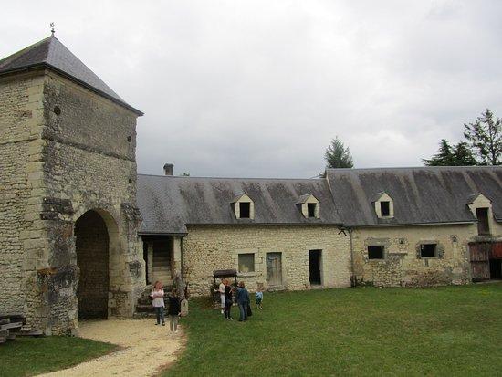 Indre, França: entrée principale du site (ce n'est pas l'entrée du chateau)