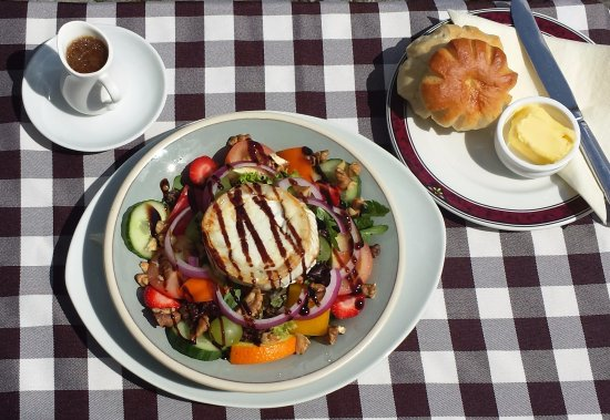 The Old Bakery Tearoom: Warm Goats cheese salad with cottage or brioche roll