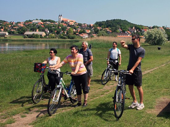 Tihany, المجر: WIth our bikes (and optionally our local guides) you get to see the less-known sights of Tihany 