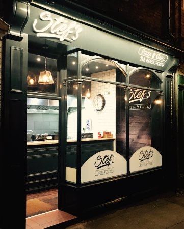 Stef's Pizza and Grill: Shop Front