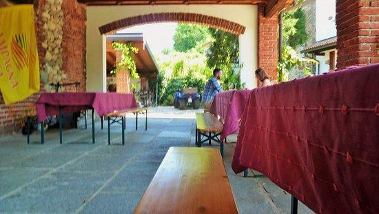 Borgomanero, Italia: Il portico