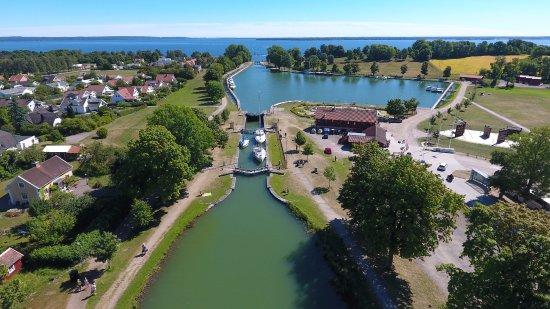 Suécia: Övre bassängen och slussen i Berg.