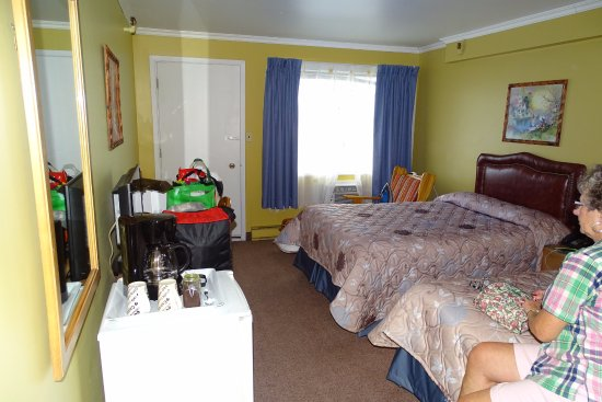Lac-Megantic, Canada: Brightly colored and clean rooms