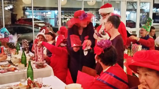 Estia Cafe Restaurant: More fun with Kris Kringle.