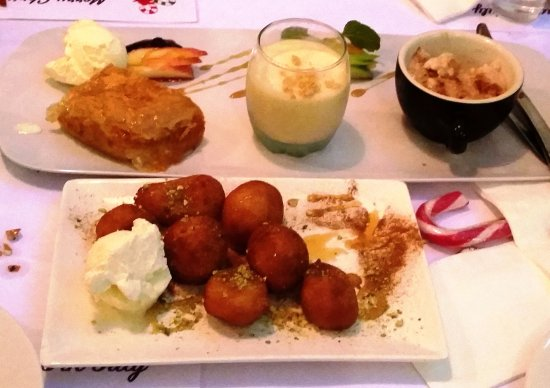 Estia Cafe Restaurant: Delicious Greek desserts.