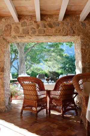 Finca Hotel Son Palou: covered dining area where lunch and dinner are served