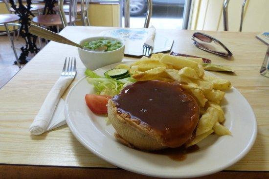 Maddys Chippy: steak and kidney pie