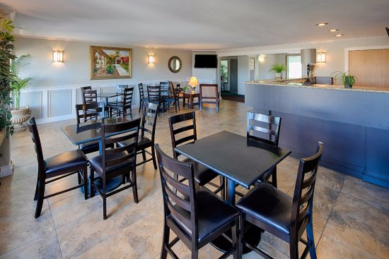 Red Lion Inn & Suites- Sequim: Dining Area