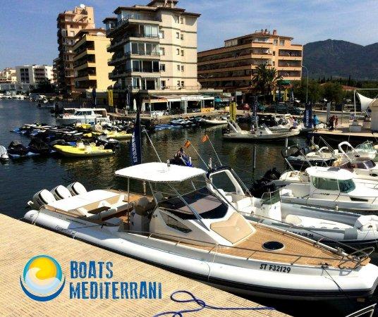 Roses, إسبانيا: Bahia de Roses, alquiler de barcos con o sin licencia en Boats Mediterrani