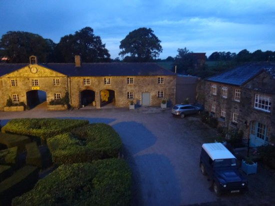 Longueville House Hotel: View of the back garden from my room at night