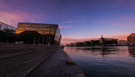 Zealand, Denmark: Aften ved Den Sorte Diamant