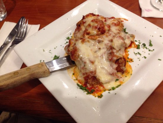 Trumbull, Κονέκτικατ: chicken parm chicken and eggplant parm salmon special pasta/sausage special