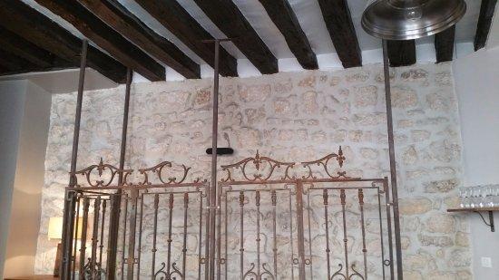 La Brigout : L'escalier vu de la salle du premier étage