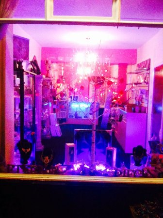 Eternal Pieces: Stunning shop... Very eye capturing. Cant believe i didn't notice it!