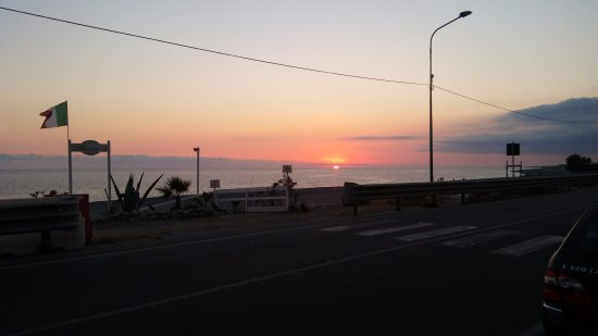 Lion's Hotel: Sunset