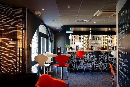 """Ibis Annecy Centre Vieille Ville : Le Bar à Vins """"ibis Kitchen Lounge"""""""