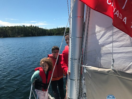St. Peter's, Kanada: Saling day for dad and 4 kids - party on the foredeck!