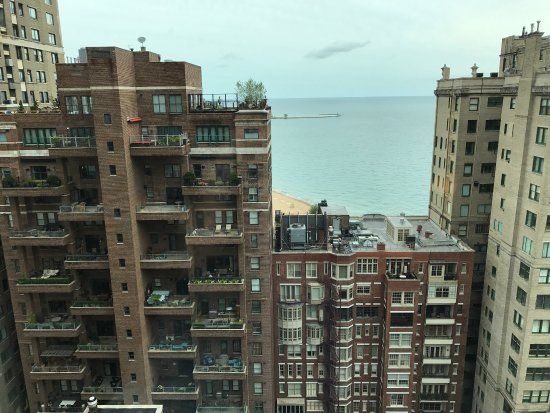 Hilton Chicago/Magnificent Mile Suites: Lakeview room on the 22nd floor