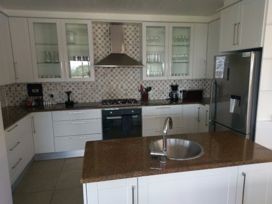 Cape St Francis Resort: Kitchen with all amenities