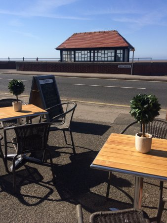 Poulton Le Fylde, UK : Overlooking the bay across to the Lake District