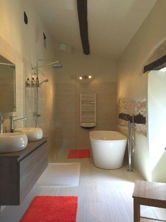 Reillanne, France: Chambres d'Hôtes avec grande salles de bains