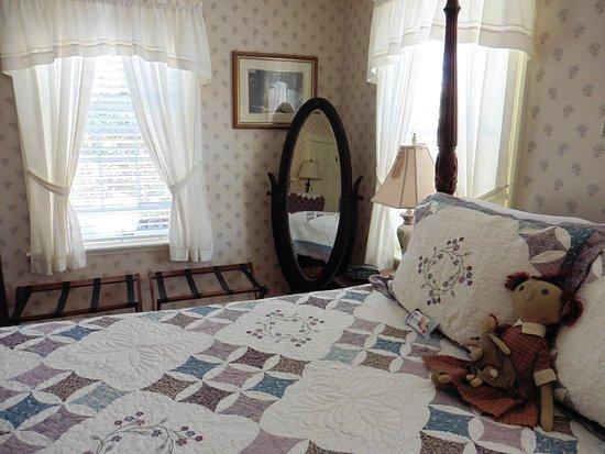 Morning Glory Bed & Breakfast: Rebecca Nurse room