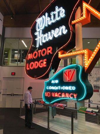 Shawnee, KS: White Haven Motor Lodge sign