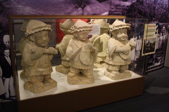 Shawnee, KS: J.C. Nichols subdivision statues