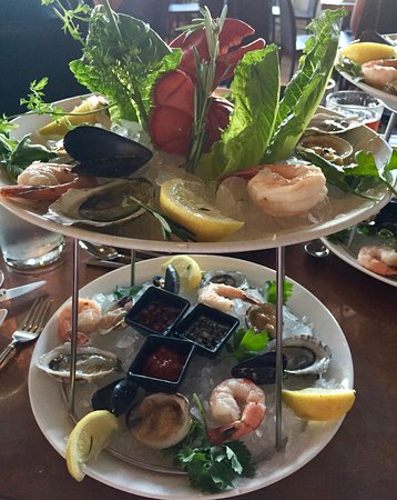 MC Perkins Cove : The seafood tower