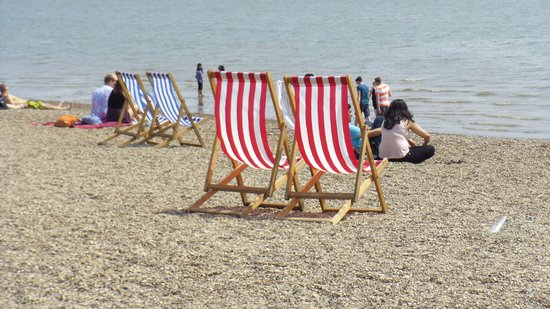 City Beach: Lots of empty deckchairs!