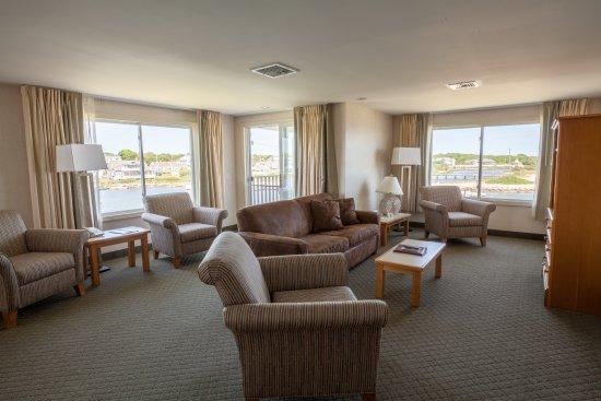 Green Harbor Resort: Admiralty suite end unit