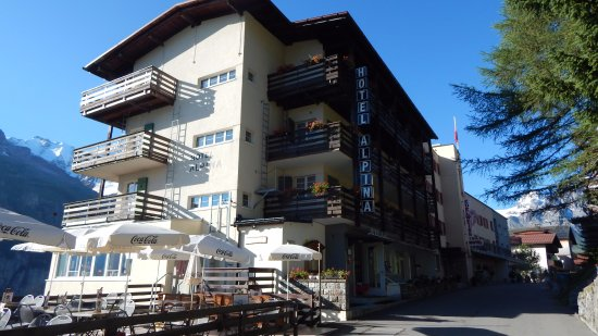Hotel Alpina: One of the first properties as you enter Murren