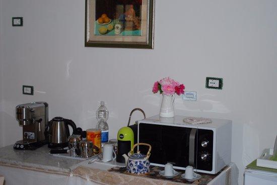 Signa, Włochy: sala colazione dotata di friggo, forno microonde, bollitore, macchina caffè.