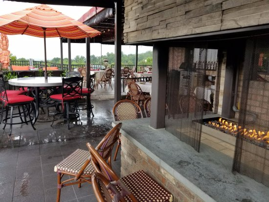 Market Grille: Outside seating