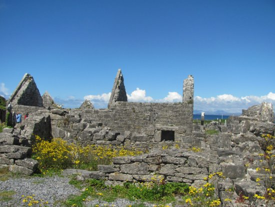 Faherty Day Tours: Early abandoned churches on Inish Mor