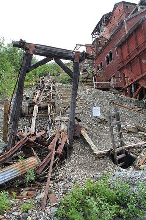 Национальный парк и заповедник Врангель-Сент-Элиас, Аляска: Reste vom Förderband von der Miene..