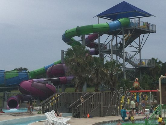Sulphur, Luizjana: One of the water slides...safe and fun!