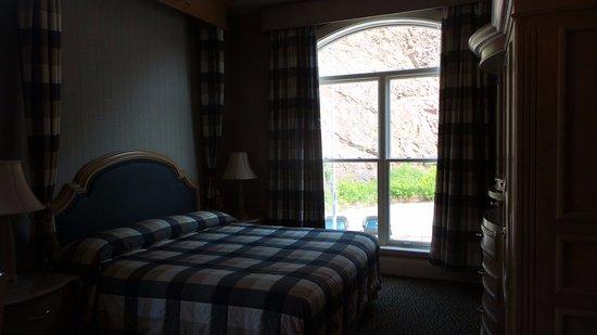 Celebrity Hotel: Great big comfy bed