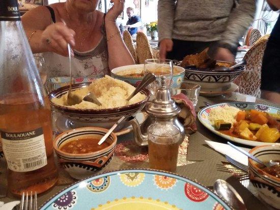 L'Arganier: Le couscous servi à table.