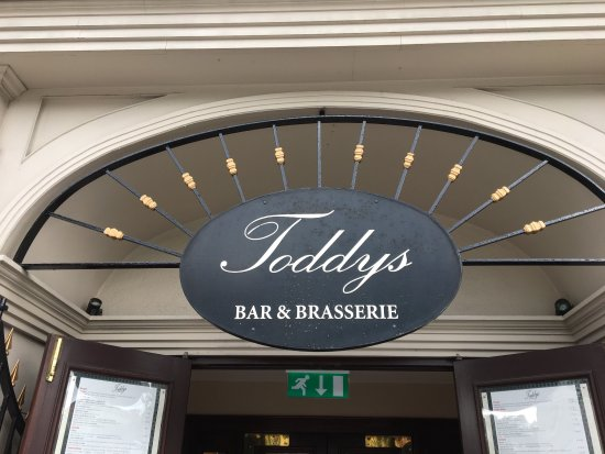 Toddy's Bar and Bistro: photo2.jpg