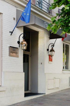 Hotel douglas paris puteaux voir les tarifs 69 avis for Hotel douglas paris