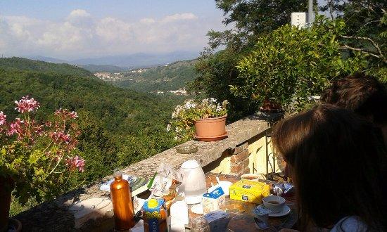 Fivizzano, Italia: La colazione della mattina in terrazza