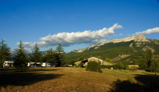Valernes, Francja: The stunning view from the campsite at Centre Pardigue