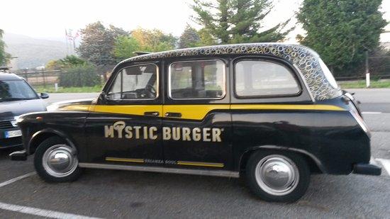 Montorfano, Italia: Mystic Burger Car