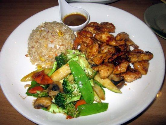 Tako Japanese Restaurant : Combination Chicken & Shrimp Hibachi