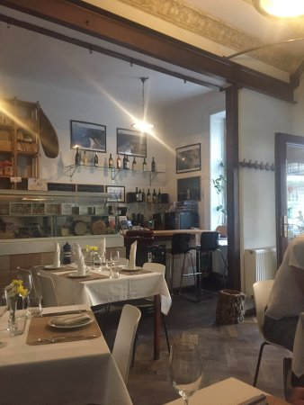 Ichnusa Botega Bistro : Inside front dining area